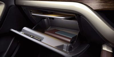 Glove_box_with_laptop_tray-feature